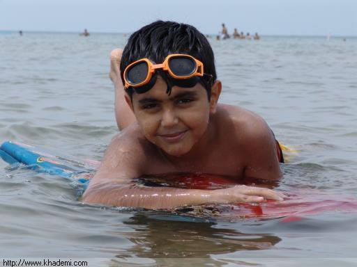 علیرضا در حال شنا در واسگا بیچ